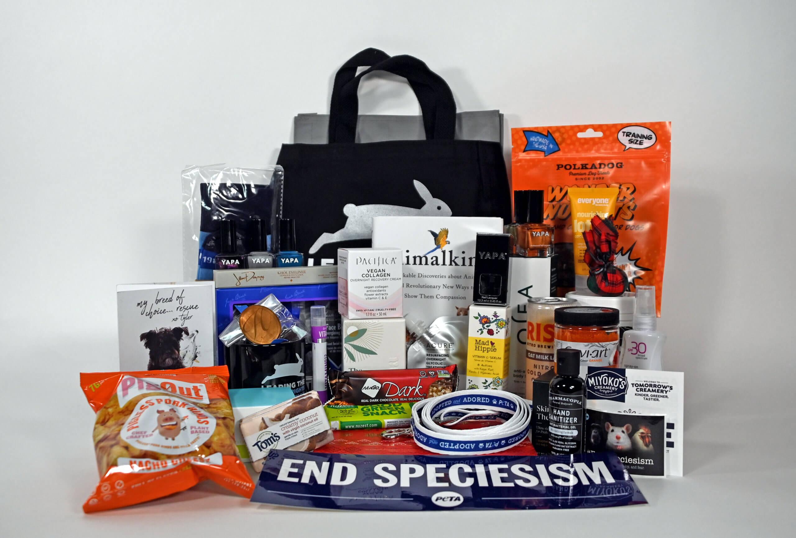 La bolsa con regalos de las compañías amigas de PETA para el 40 aniversario
