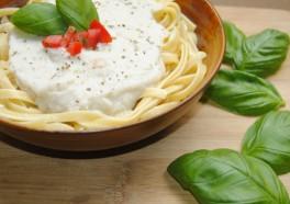 Pasta con salsa 'Alfredo' de coliflor