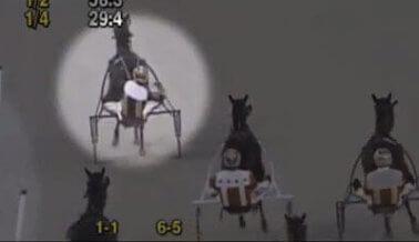 VIDEO: Corredor de carrera de calesas azota agresivamente a caballo DESPUÉS de finalizada la carrera