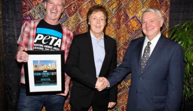 Paul McCartney honra a la ciudad más amigable al veganismo de PETA