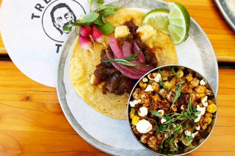 Tacos and elote, trejos