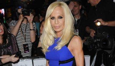¡Victoria! Donatella Versace dice que es el fin del pelaje: 'No parece estar bien'