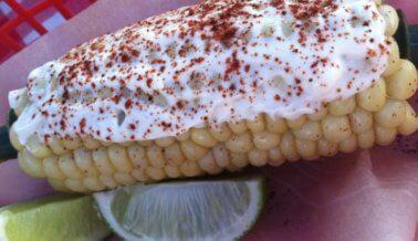 Elote asado con «mayonesa» de chipotle