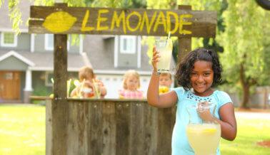 6 formas para que tus hijos sean compasivos este verano