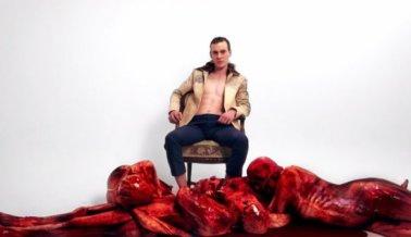 """Estos modelos son """"desollados vivos' para crear consciencia sobre el pelaje (video)"""